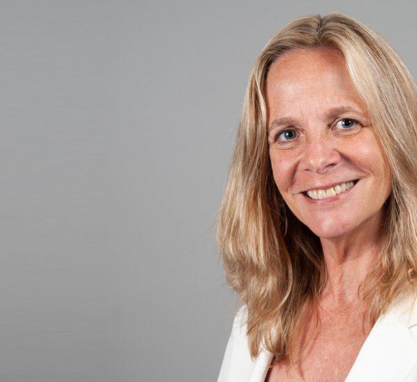 La Internet Society nombra a Sarah Armstrong como directora ejecutiva de la Internet Society Foundation